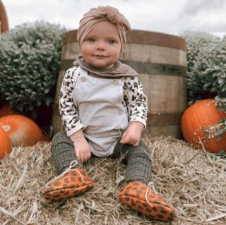 Look at this little cutie pie 🥰 It's pumpkin season and I'm in my element .  @milo_and_sage